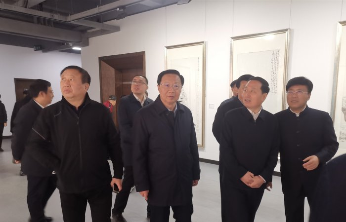 """董事长应邀出席""""与时代同行——孔维克水墨人物画展"""""""